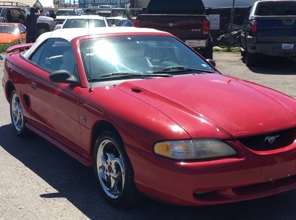 Photo 1995 FORD MUSTANG GT (1113 S STAPLES ST)