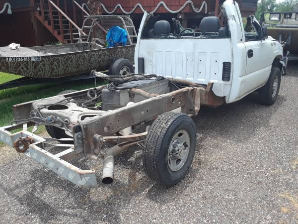 Photo 2002 Chevy 6.0L 1 ton chassis - $2,500