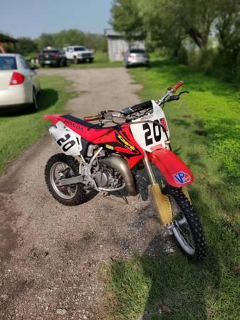 Photo 2003 Honda CR85R Dirt Bike - $2,000 (Robstown)