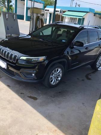 Photo 2019 Jeep Cherokee take over payments under your name. - $25000 (Kingsville)