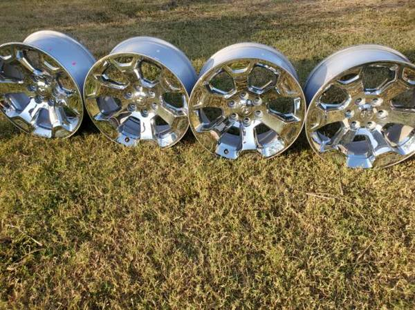 Photo 2020 dodge chrome wheels - $725 (calallen)