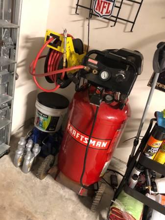 Photo 33gal craftsman air compressor - $300 (OdemCalallen)