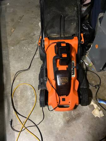 Photo 40 v Max cordless lawnmower - $150 (Corpus Christi)