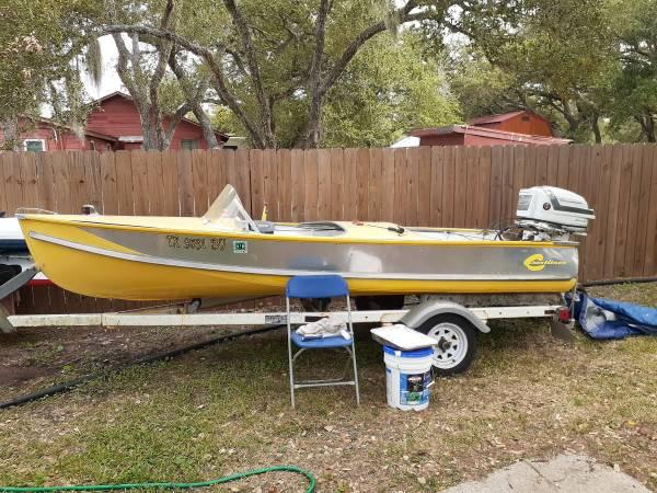 Photo 57 crestliner boat w original motor - $4,000 (Rockport)