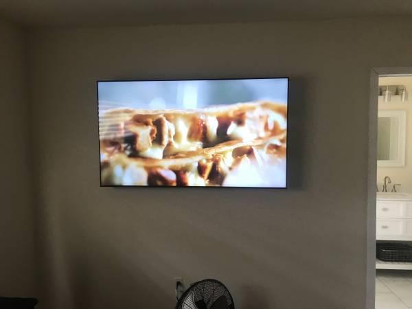 Photo 65 Samsung HDTV Smart - $375 (DelMar)