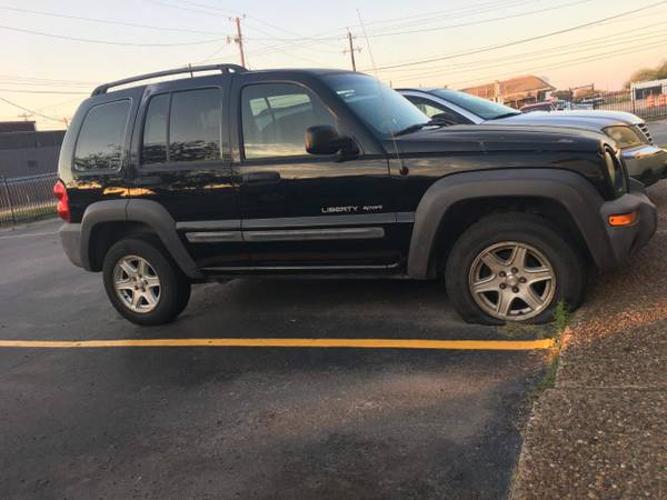 Photo Black Jeep Liberty 2003 (NEGOTIATION ACCEPTED( ) - $1,000 (Corpus christi)