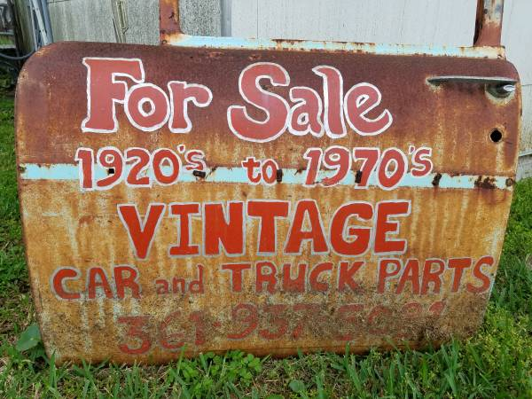 Photo CHEVELLE PARTS (1968 to 1972) (WALDRON RD. IN FLOUR BLUFF)