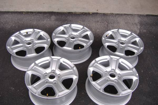 Photo Christmas Present -2019 Jeep Wrangler wheels - $249 (Lake Corpus Christi)