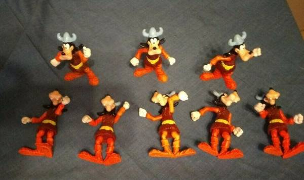 Photo Goofy Team Mcdonalds happy meal toys - $4 (Sinton)