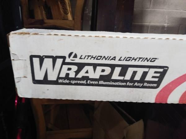 Photo Lithonia Lighting 3348 Lighting Two-Light Fluorescent Ceiling Fixture - $15 (Central City, Corpus Christi)