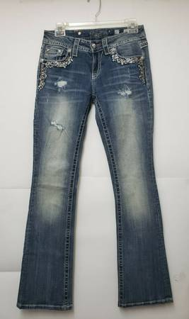 Photo Miss Me Jeans Size 27 Bootcut Lots Of Embellishments - $30 (Corpus Christi)