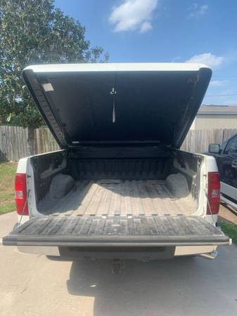 Photo PAINTED BED COVER FOR CHEVY SILVERADO - $50 (Alice)