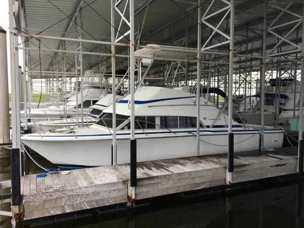 Photo Rare 30ft Bertram Flybridge Cruiser - $35,000 (Rockport TX)