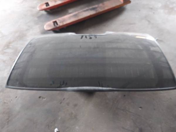 Photo Rear glass chevy tahoe suburban 99 -06 - $85 (Corpus Christi)