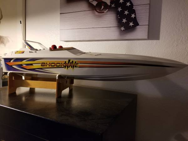 Photo SHOCKWAVE 36. RC SPEED BOAT - $100 (Corpus Christi)