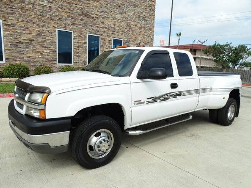 Photo Used 2004 Chevrolet Silverado 3500 2WD Extended Cab for sale