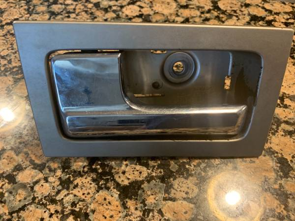 Photo Used LH door handle Ford F150 - $10 (South side CC)