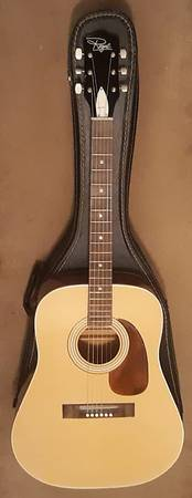 Photo Vintage Regal Model Number T-14 Made in USA with Case Broken Truss Rod - $65 (Corpus Christi)
