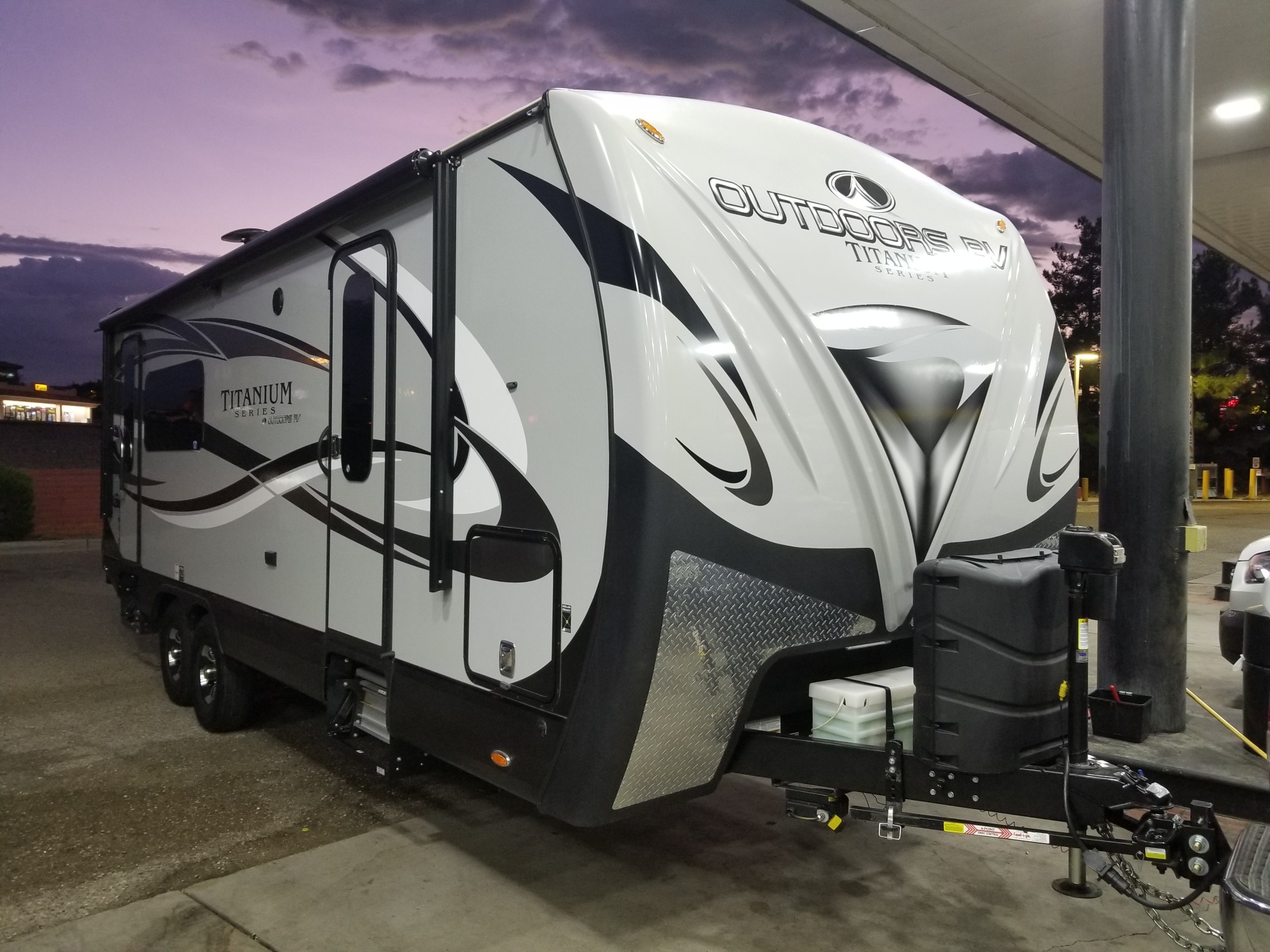 Photo Used 2019 Outdoors Rv Manufacturing Travel Trailer RV  $44000