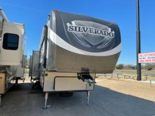 Photo bad creditall credit approved buy here pay here RV dealer (2015 Silverado BH)