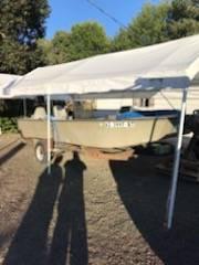 Photo 18 foot fiberglass boat - $1,800 (Albany)