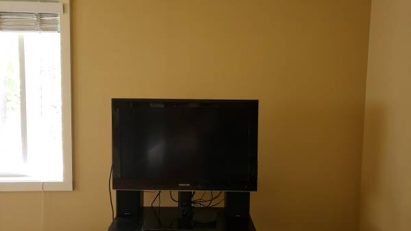 Photo 323939 Samsung HDTV - $50 (Corvallis)