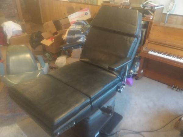 Photo Beauty salon  tattoo electric chair - $495 (Albany)