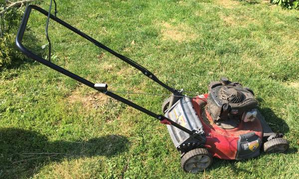 Photo Briggs and Stratton Lawnmower - $80 (SE Corvallis)