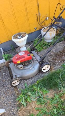 Photo Craftsman Lawn Mower and Push Mower - $30 (Albany)