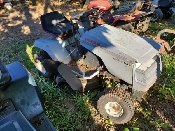 Photo Craftsman tractor - $50 (albany)
