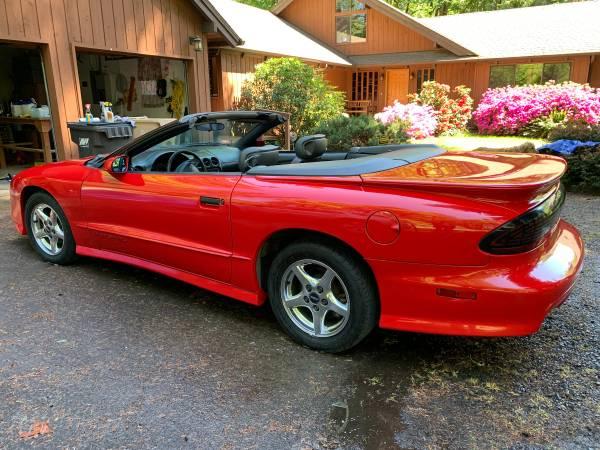 Photo Firebird Hot Red Convertible - $15999 (Lebanon)