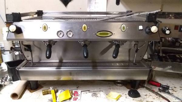 Photo GB5 La Marzocco 3-Group Espresso Machine - $6000