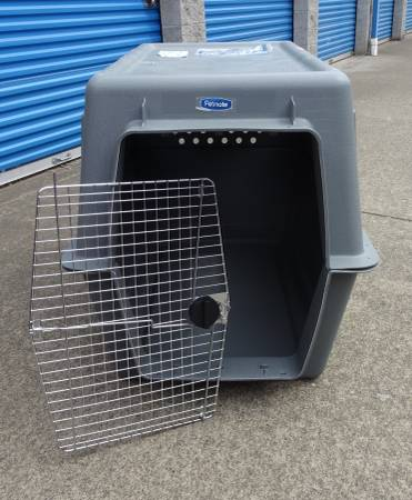 Photo Giant Size Petmate Dog Crate - $120 (Corvallis)