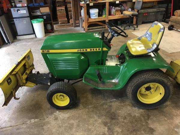 Photo John Deer Lawn Tractor - $800 (Lebanon)