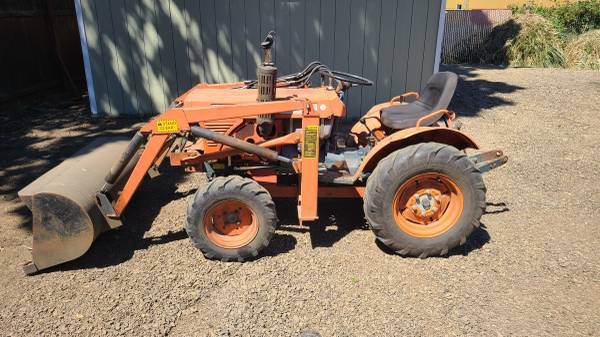 Photo Kubota B7100 Tractor with loader and implements - $5,900 (Albany)