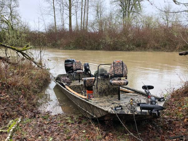 Photo Lowe 2018 18ft Roughneck Pathfinder Tunnel Jet Boat - $23000 (Corvallis, OR)