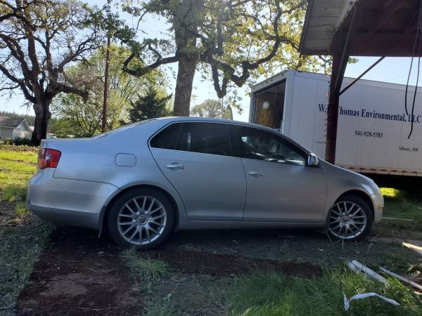 Photo Motivated to sell my Volkswagen - $6,000 (Albany)