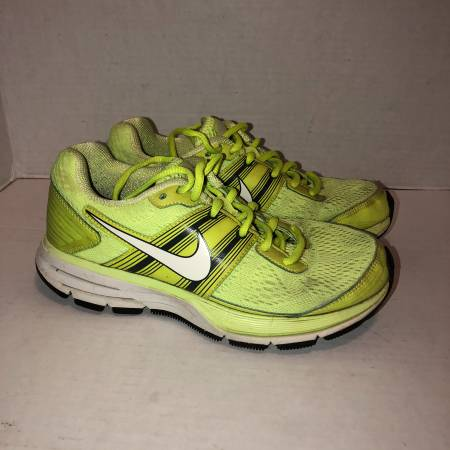 Photo Nike Air Pegasus 29 yellow black running shoes 524981-710 womens 6.5 - $20 (Albany - porch pickup off Waverly near Lexington Park)