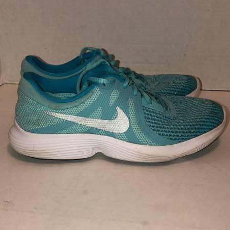 Photo Nike Revolution 4 aqua blue running athletic shoes 943306-400 size 6Y - $20 (Albany - porch pickup off Waverly near Lexington Park)