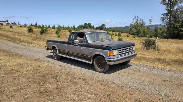 Photo Parting out 1987 Ford F250 - $50 (Sweet Home)