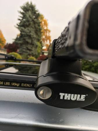 Photo Thule Crossroads 450 towers with 50quot square bar racks - $240 (CORVALLIS)