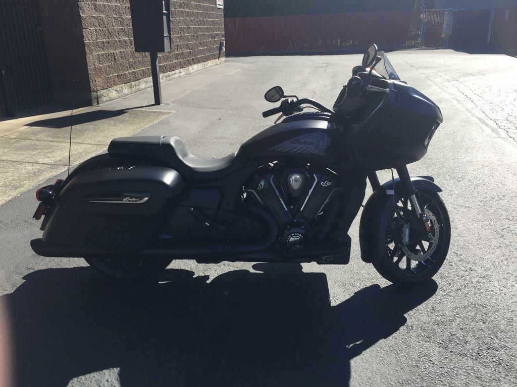 Photo 2020 Indian Motorcyclexc2xae Challenger Dark Horse Thunder Black Smoke $27499