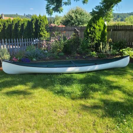 Photo fiberglass canoe 15.5 ft - $350 (SWEET HOME)
