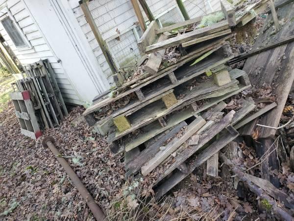 Photo free pallets (North Albany)