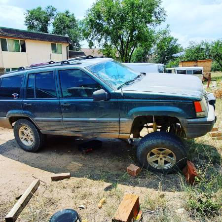 Photo 1994 lifted Jeep Selling whole Need Gone Today - $2,500 (Colorado springs)