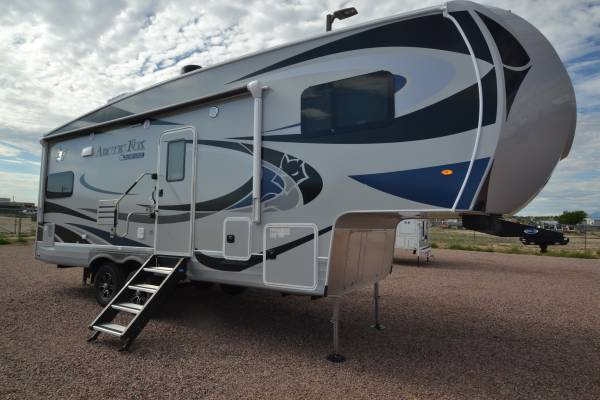 Photo 2021 ARCTIC FOX 27.5L - $59,995 (www.boardmanrv.com)