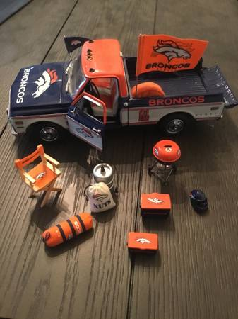 Photo Denver Broncos Pickup - Danbury Mint - $160 (Colorado springs)