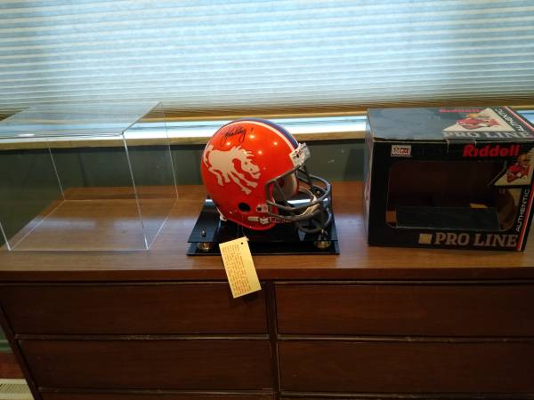 Photo Denver Broncos vintage helmet John Elway - $550 (Westside COS)