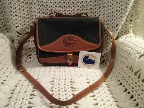 Photo Dooney and Bourke purse - $45 (Briargate)