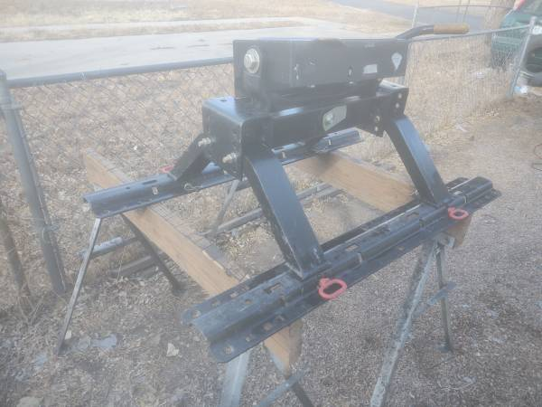 Photo For Sale Husky 16K 5th wheel hitch and rails - $300 (Colorado Springs)